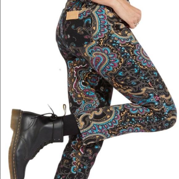 NWT Wrangler Retro Slim Paisley Jean Size 26/32
